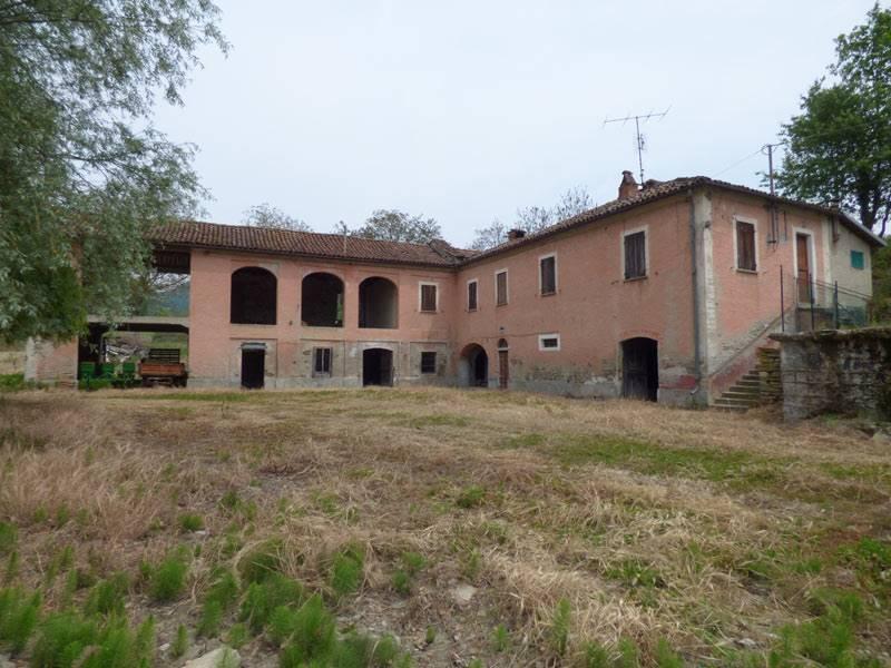 Rustico / Casale in vendita a Bubbio, 10 locali, prezzo € 100.000 | PortaleAgenzieImmobiliari.it