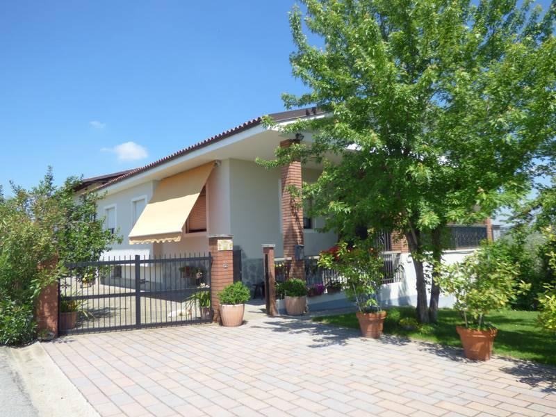 Rustico / Casale in vendita a Alba, 6 locali, prezzo € 400.000 | PortaleAgenzieImmobiliari.it