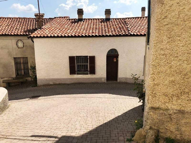 Soluzione Semindipendente in vendita a Mombarcaro, 9 locali, prezzo € 70.000 | PortaleAgenzieImmobiliari.it
