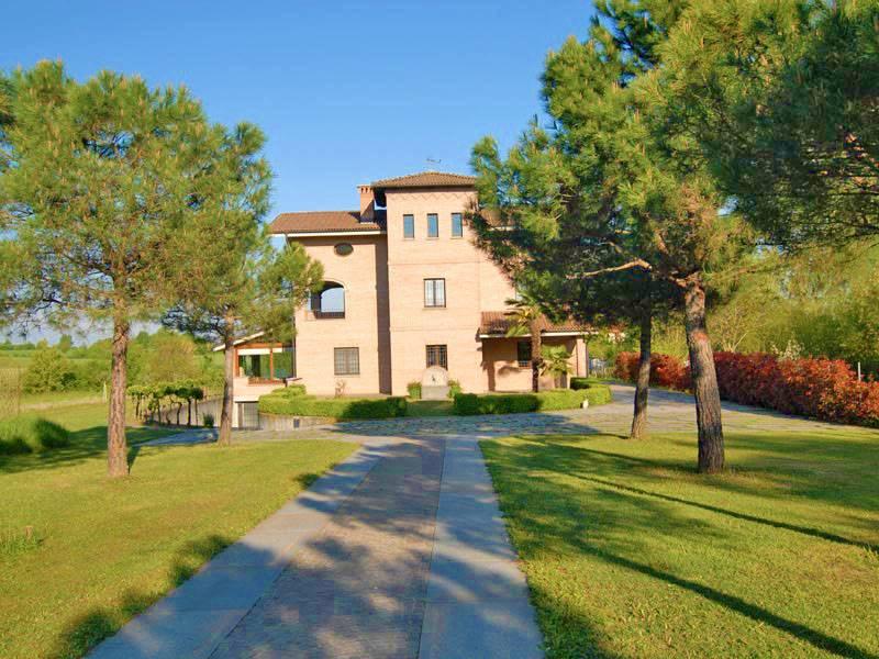 Villa in vendita a Sanfrè, 9 locali, prezzo € 470.000   PortaleAgenzieImmobiliari.it