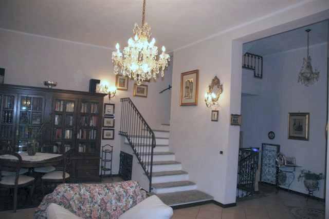 Villa, V.le Riviera - Casa Sul Fiume, Pavia, in ottime condizioni