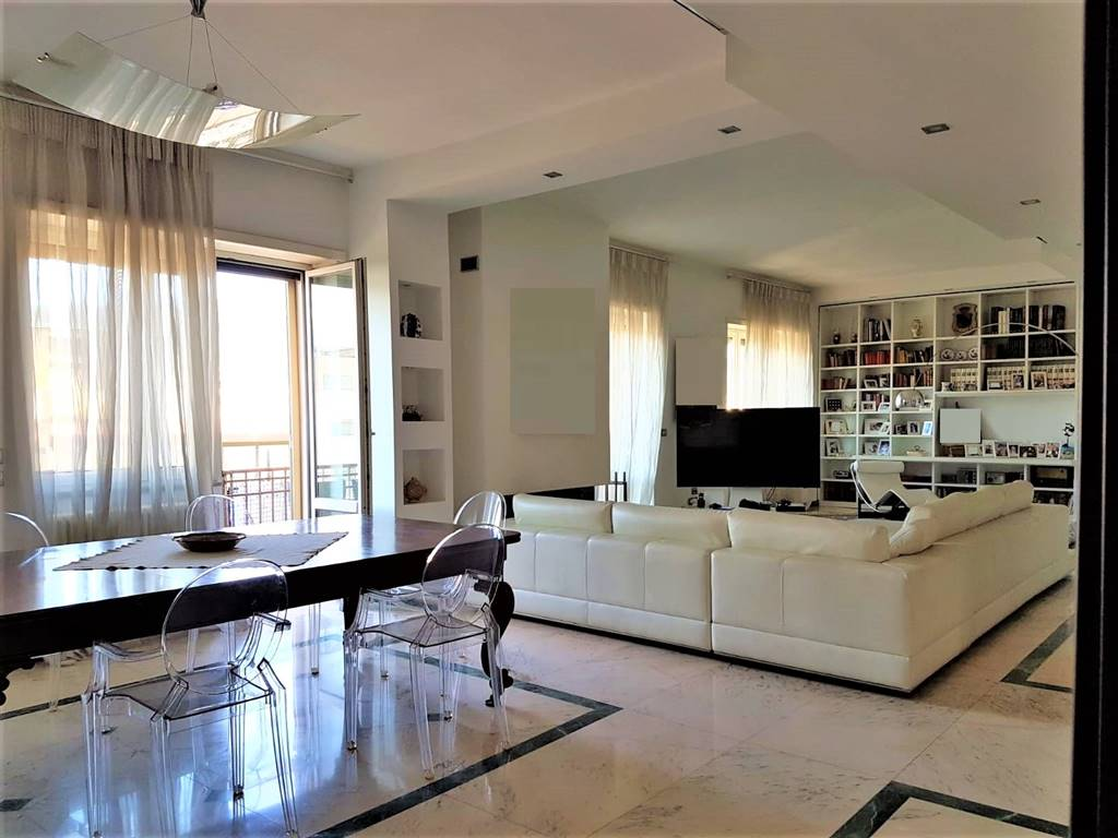 Appartamento, Centro, Salerno, in ottime condizioni