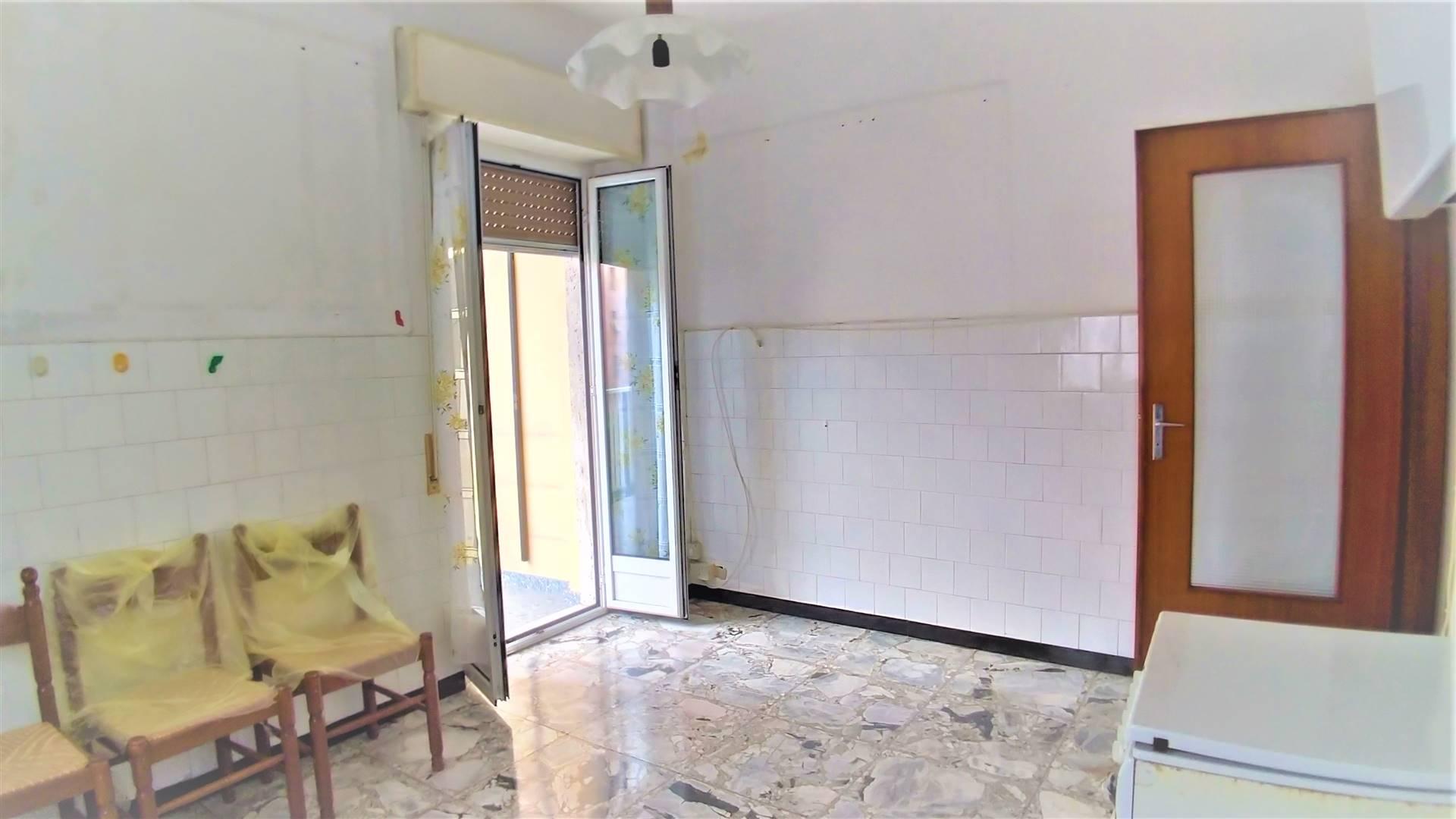 Appartamento in vendita a Cairo Montenotte, 4 locali, prezzo € 80.000   CambioCasa.it