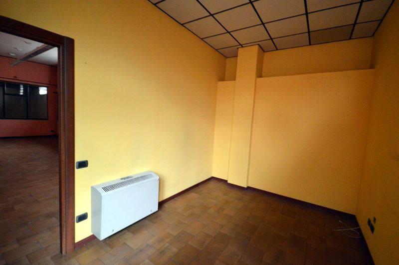 Magazzino in affitto a Omegna, 9999 locali, prezzo € 1.000 | CambioCasa.it