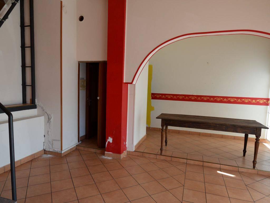 Negozio / Locale in affitto a Nonio, 2 locali, prezzo € 350 | CambioCasa.it