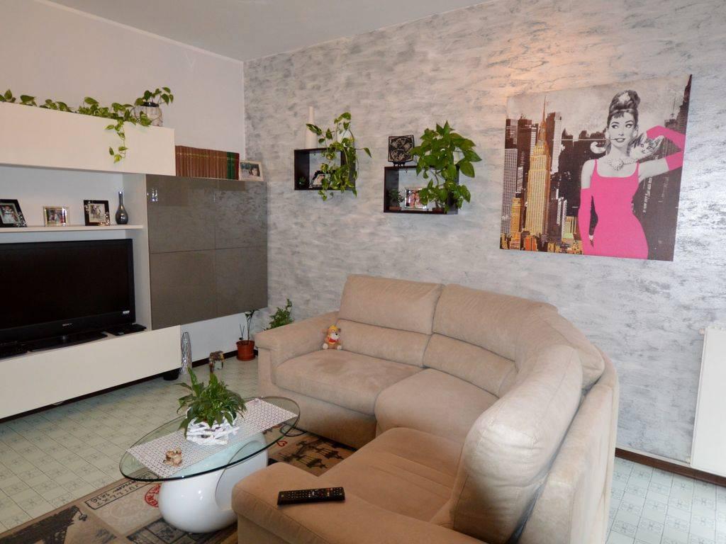 Appartamento in affitto a Omegna, 2 locali, prezzo € 350   CambioCasa.it