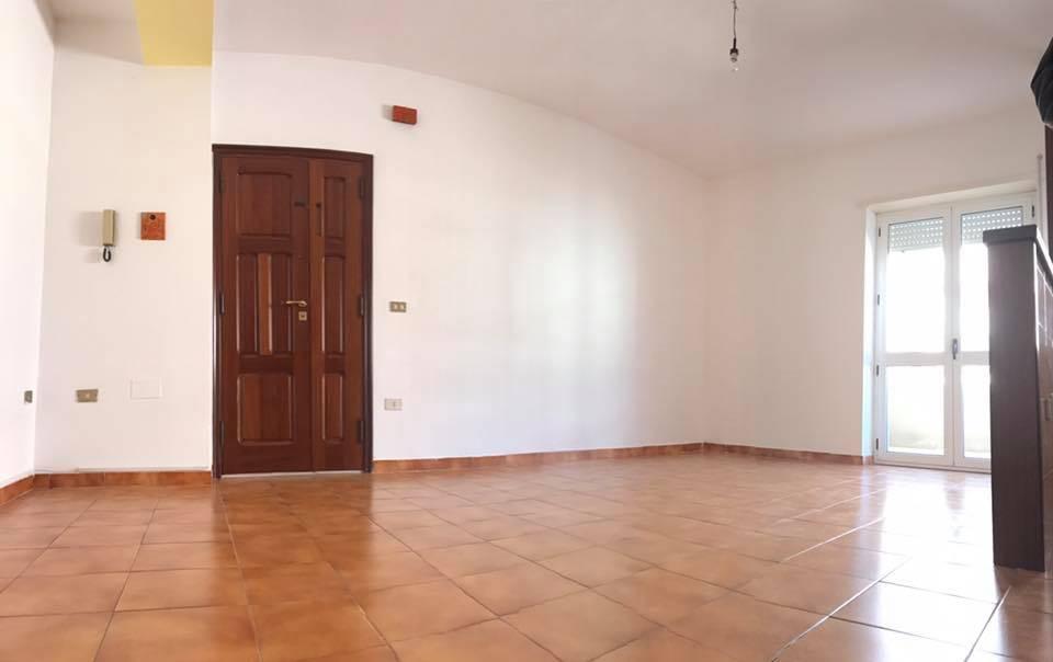Appartamento in Via Alghero 3, Semicentro, Nuoro