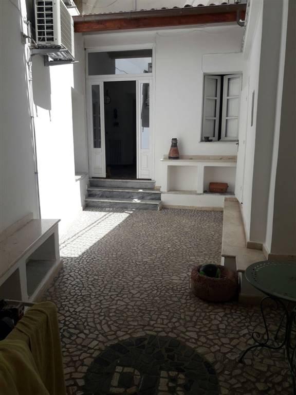 Casa singola in Via Ferracciu, Centro, Nuoro