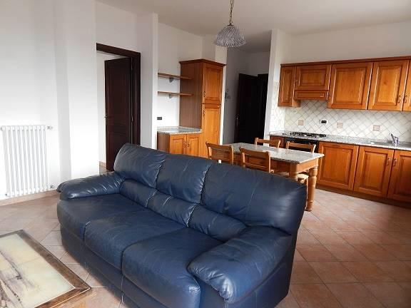 Quadrilocale in Via Mannironi, Semicentro, Nuoro