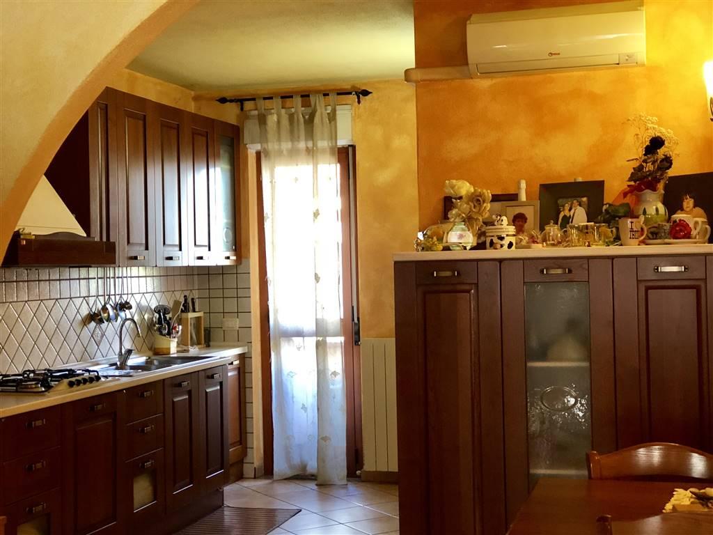 Appartamento in Via Ballero, Centro, Nuoro