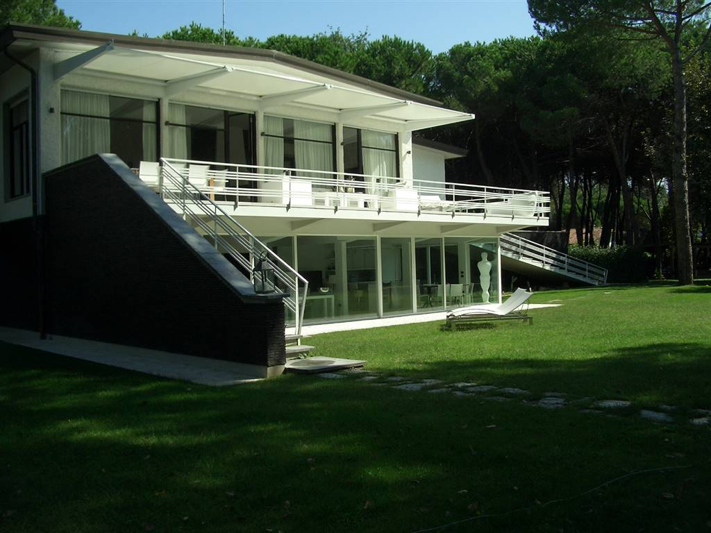 Villa, Poveromo, Massa
