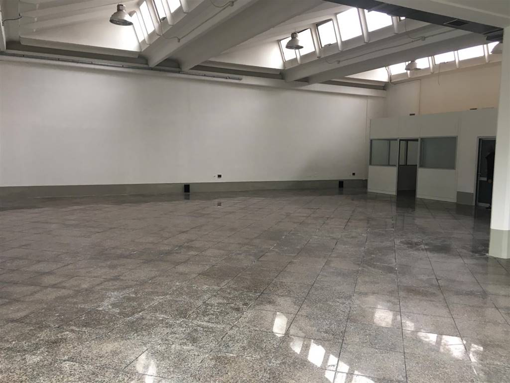 BADIE, PRATO, Industrial warehouse for rent of 320 Sq. mt., Restored, Energetic class: G, Epi: 212 kwh/m3 year, placed at Ground, composed by: 3
