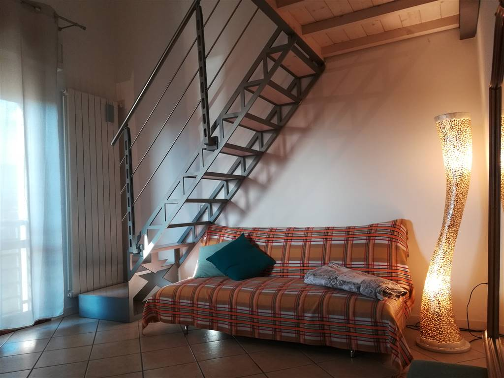 CALENZANO, Appartamento in vendita di 60 Mq, Riscaldamento Autonomo, Classe energetica: G, posto al piano 1° su 2, composto da: 2 Vani, Angolo