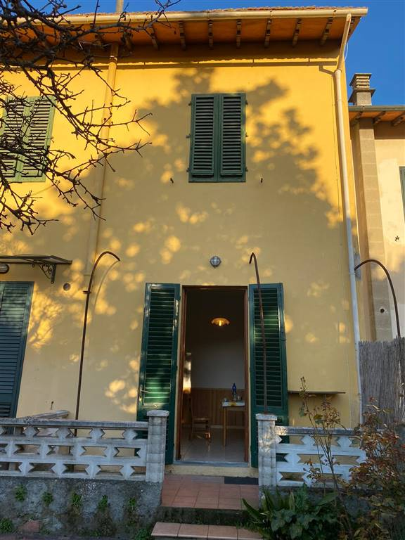 SANTA MARIA, CAMPI BISENZIO, terraced house for sale of 160 Sq. mt., Be restored, Heating Individual heating system, Energetic class: G, Epi: 212