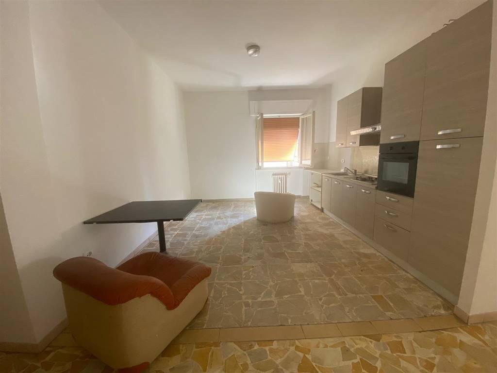 Appartamento in affitto a Prato, 5 locali, zona Zona: Valentini, prezzo € 1.050 | CambioCasa.it