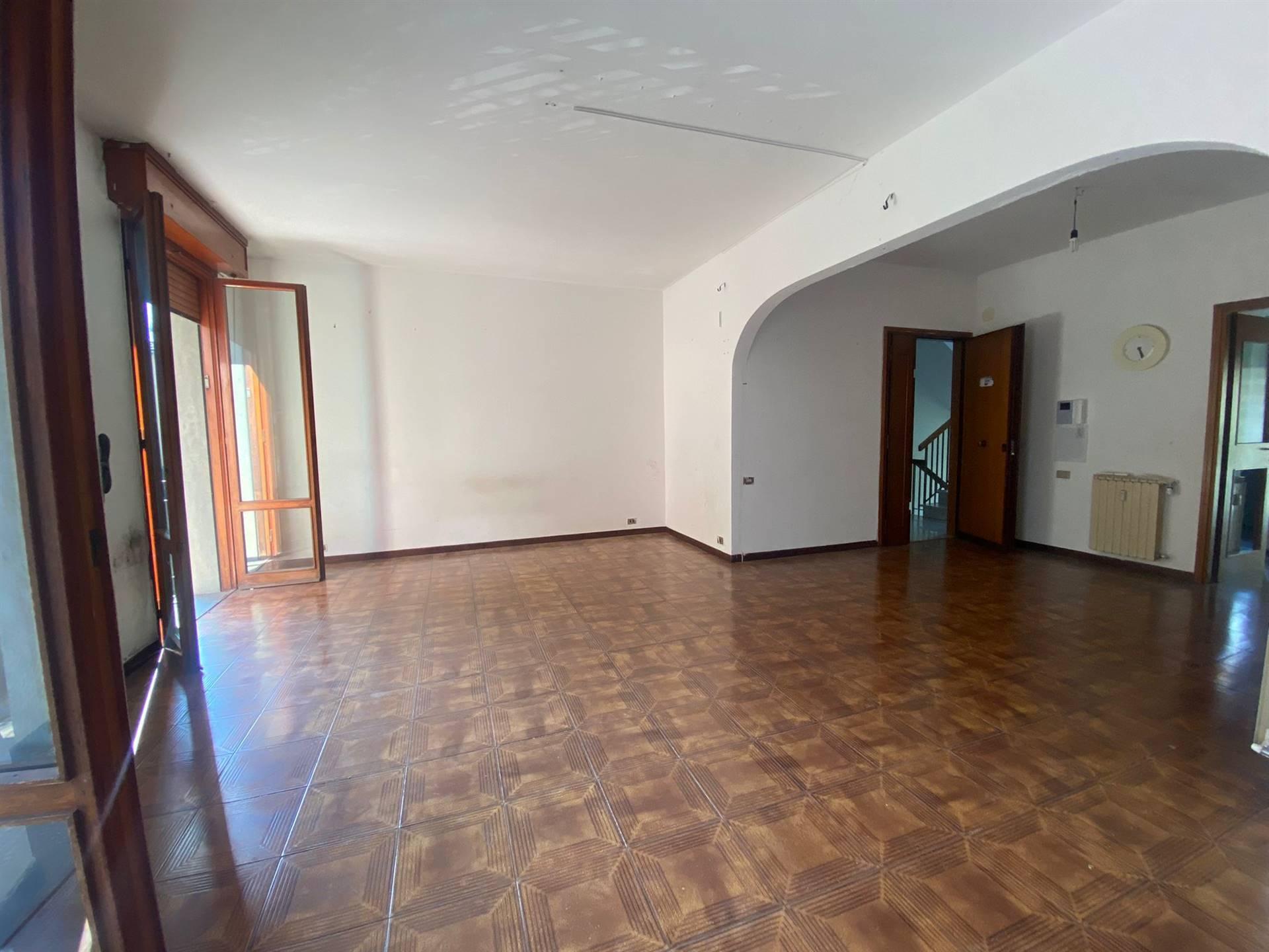 Appartamento in vendita a Prato, 5 locali, zona io, prezzo € 295.000   PortaleAgenzieImmobiliari.it