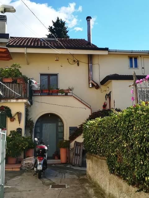 Casa semi indipendente in Casa Scuoppo 51, Pastorano, Salerno