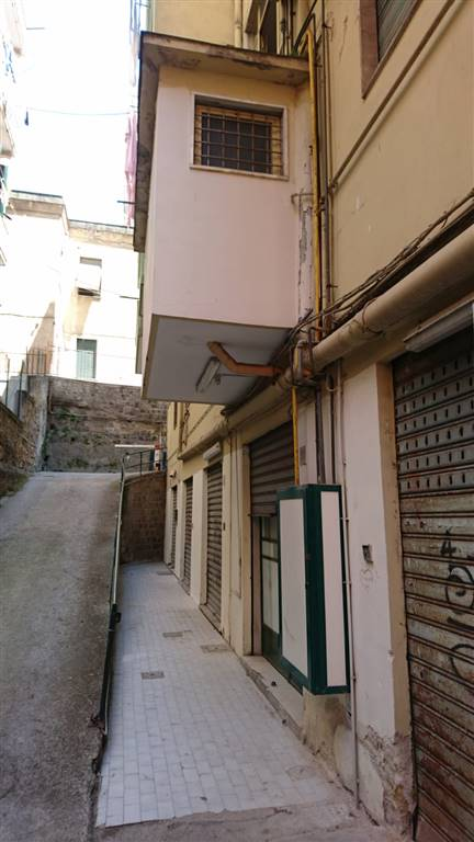 Magazzino in Piazzetta Barracano, Centro, Salerno