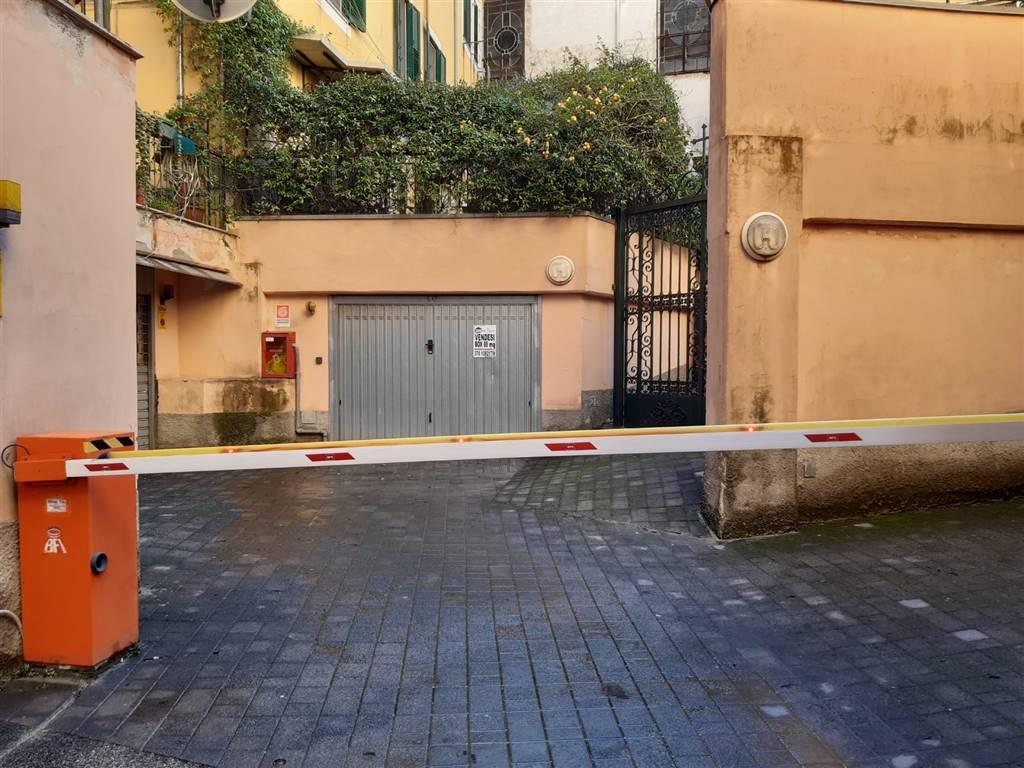 Garage / Posto auto in Via Michele Vernieri, Centro, Salerno