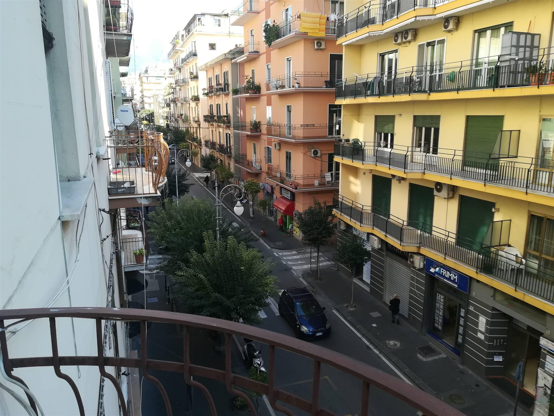 Appartamento in affitto a Salerno, 5 locali, zona Zona: Carmine, prezzo € 800   CambioCasa.it
