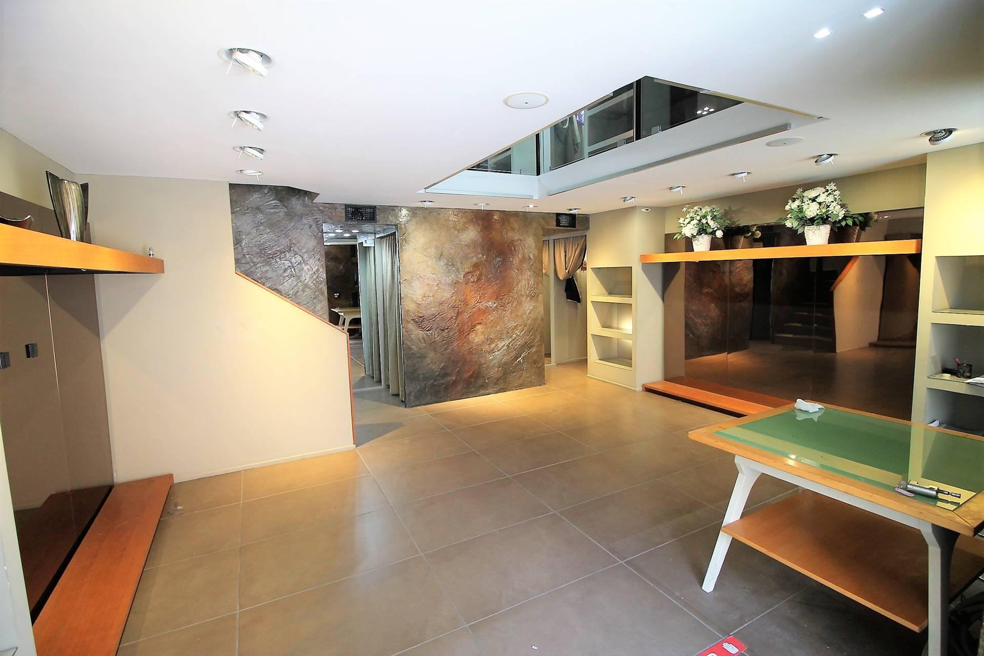 Negozio / Locale in affitto a Siracusa, 2 locali, zona Zona: Tica-tisia, prezzo € 2.000 | CambioCasa.it