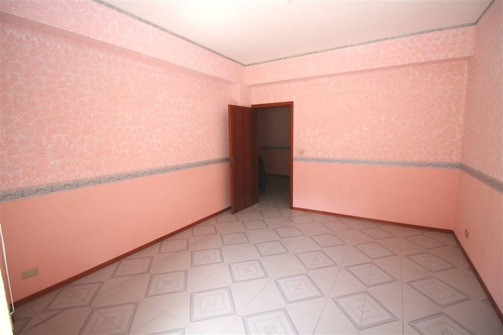 Appartamento in vendita a Aci Catena, 3 locali, zona Località: ACI SAN FILIPPO, prezzo € 90.000 | CambioCasa.it