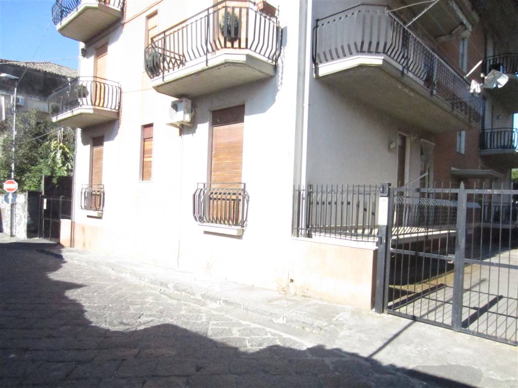 Appartamento in vendita a Aci Sant'Antonio, 3 locali, prezzo € 90.000 | CambioCasa.it