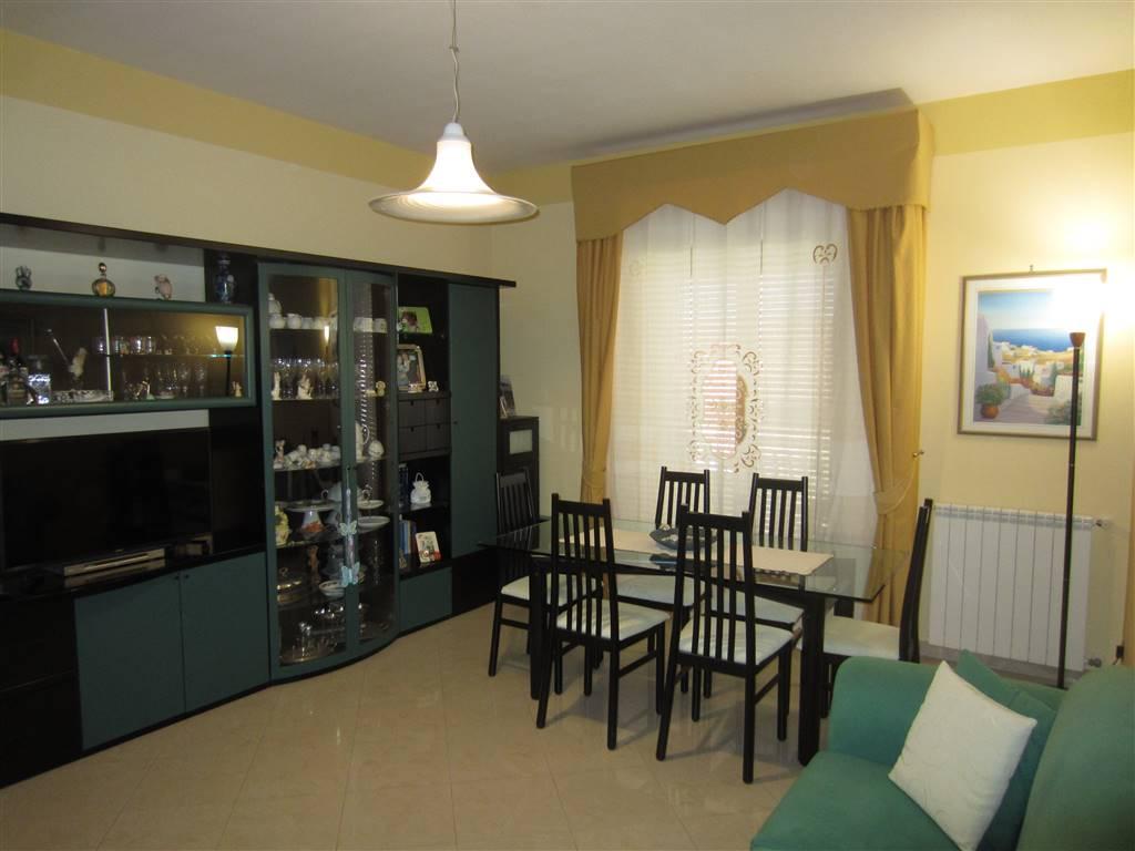 Appartamento in vendita a Acireale, 3 locali, zona Località: ACIPLATANI, prezzo € 135.000 | CambioCasa.it