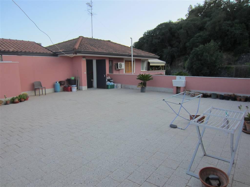 Appartamento in vendita a Aci Catena, 3 locali, prezzo € 128.000 | CambioCasa.it