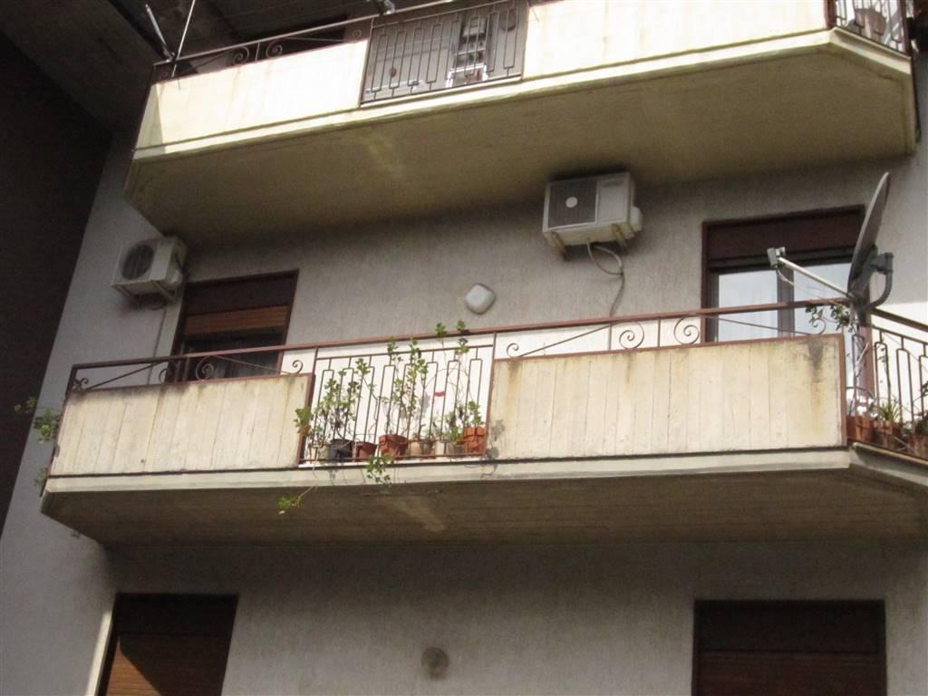 Appartamento in vendita a Aci Sant'Antonio, 3 locali, prezzo € 78.000 | CambioCasa.it