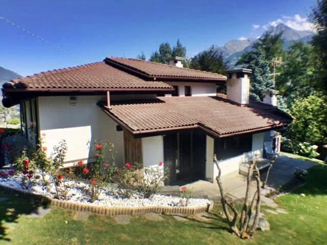 Villa, Zona Collinare, Aosta, in ottime condizioni