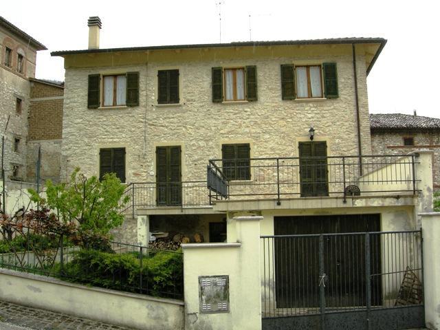 Casa semi indipendente, Fiuminata, ristrutturato