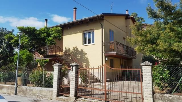 Villa in Via Carducci Troviggiano 8, Cingoli