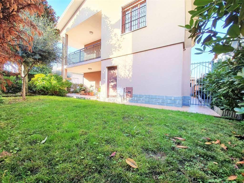 Villa in vendita a Senago, 7 locali, zona Località: CENTRO, prezzo € 429.000 | PortaleAgenzieImmobiliari.it