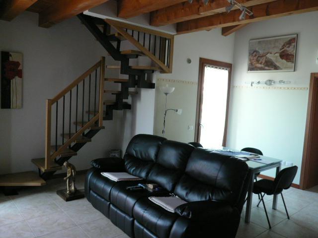 Appartamento in vendita a Lozzo Atestino, 4 locali, prezzo € 116.000 | CambioCasa.it