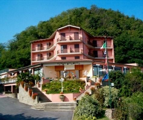 Albergo in vendita a Teolo, 40 locali, Trattative riservate | CambioCasa.it