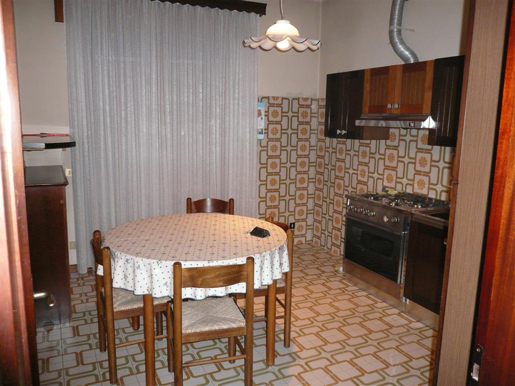 Appartamento in vendita a Lozzo Atestino, 5 locali, zona Località: LOZZO, prezzo € 79.000 | CambioCasa.it