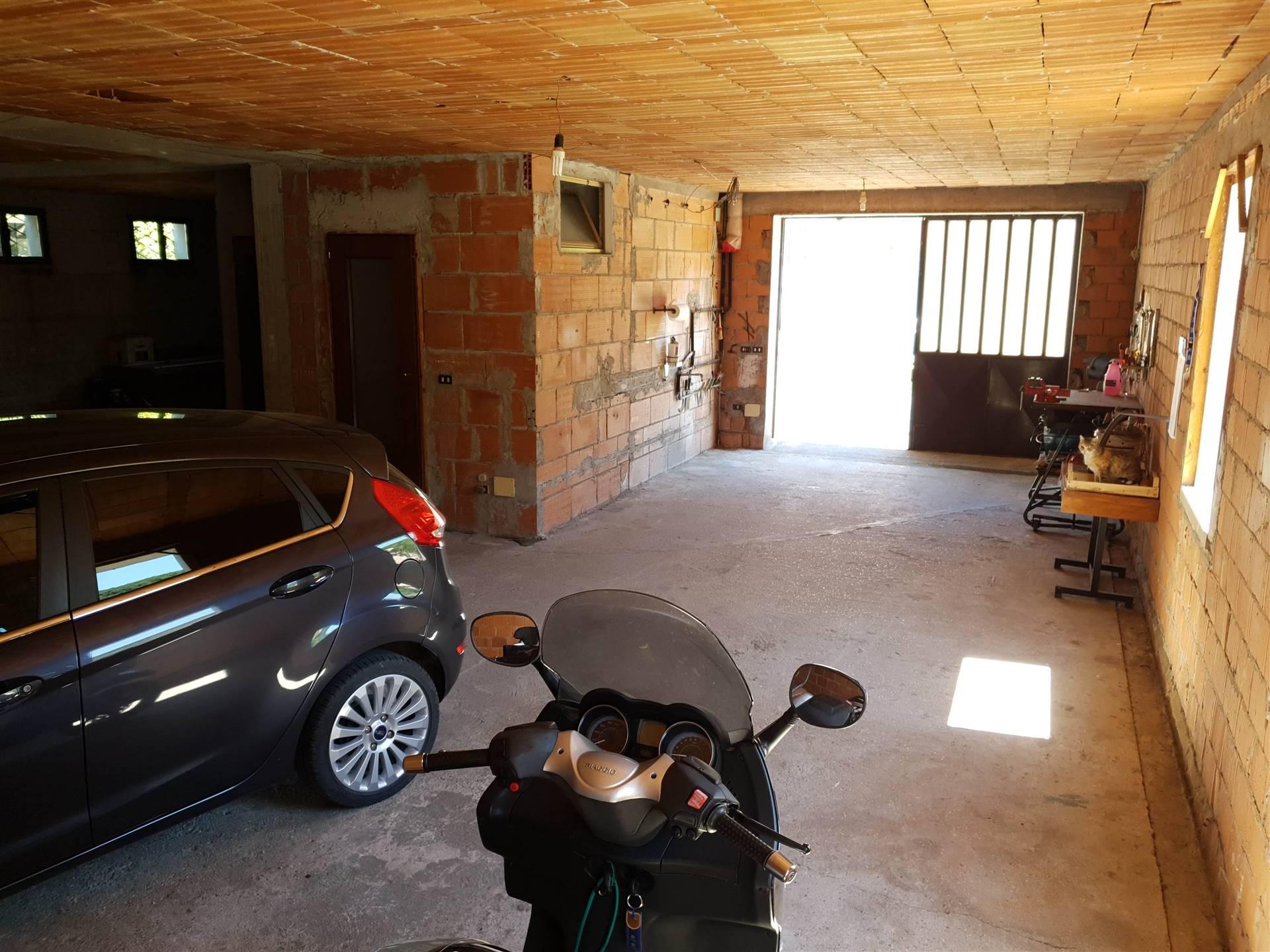 Garage-Taverna