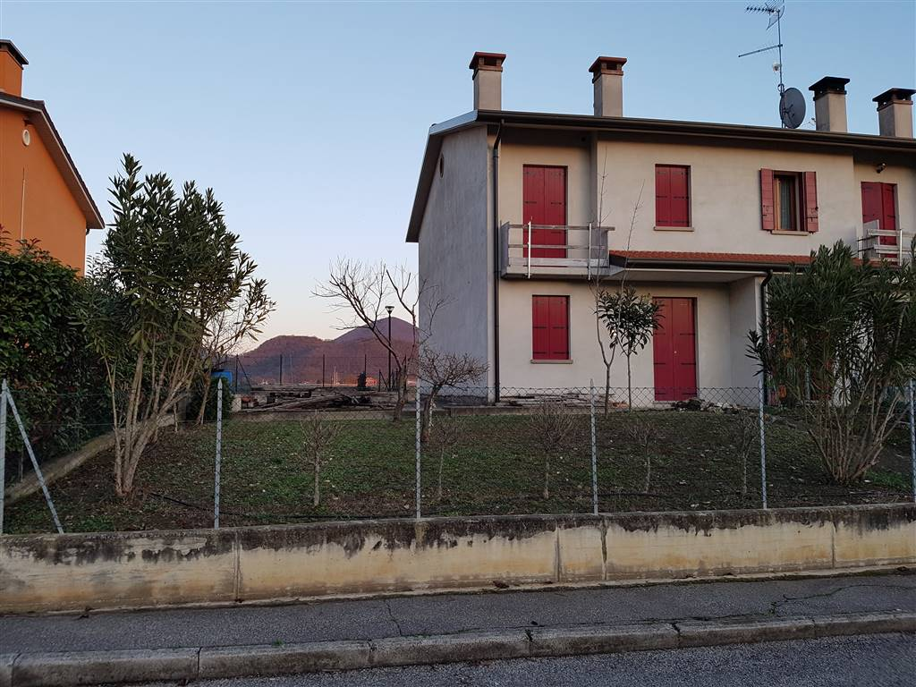 Villa Bifamiliare in vendita a Lozzo Atestino, 5 locali, prezzo € 120.000 | CambioCasa.it