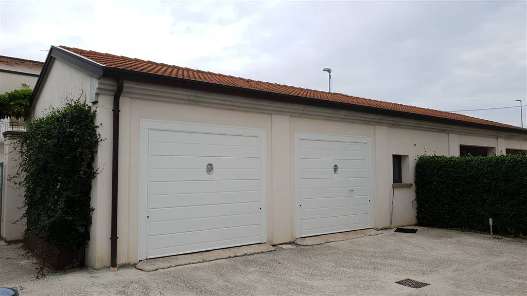 Garage Due Basculanti