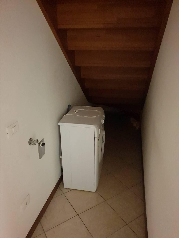 Ripostiglio con attacco lavatrice