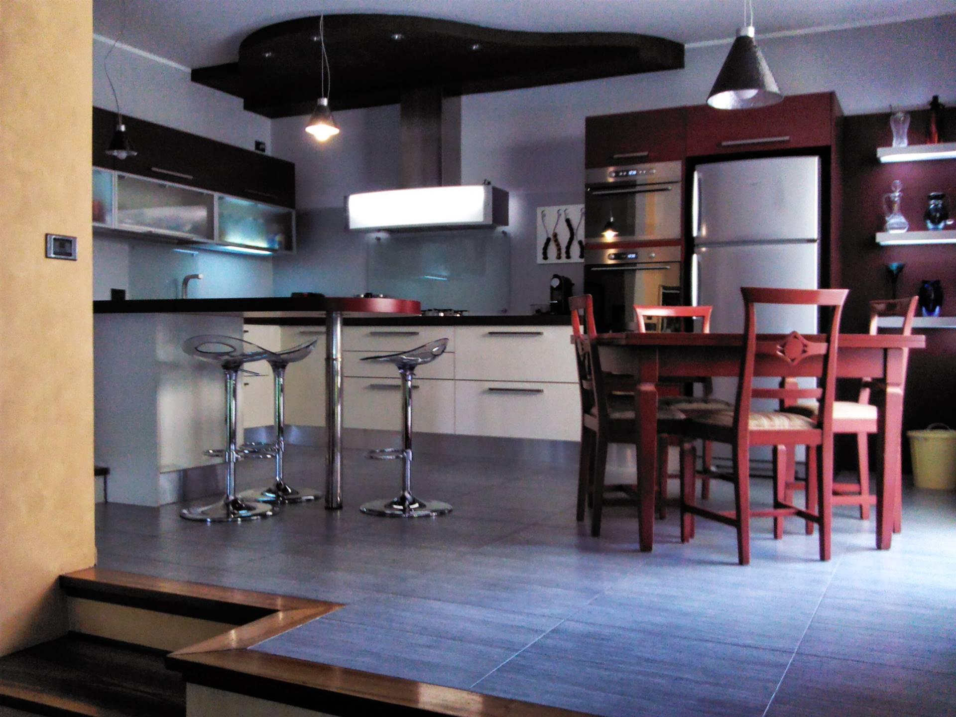 Appartamento in vendita a Paese, 6 locali, prezzo € 265.000   CambioCasa.it