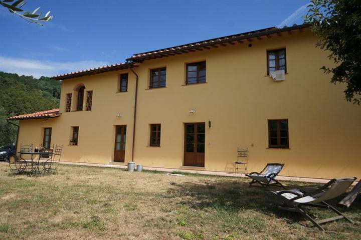 BUGGIANO CASTELLO, BUGGIANO, Rustico casale in vendita di 260 Mq, Ottime condizioni, Riscaldamento Autonomo, Classe energetica: A, Epi: 35,1 kwh/m2