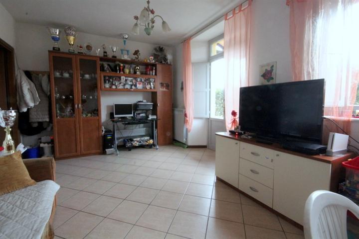 Soluzione Indipendente in vendita a Larciano, 4 locali, prezzo € 165.000   CambioCasa.it
