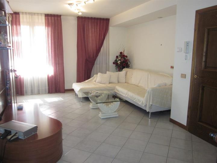 LAMPORECCHIO, Appartamento indipendente in vendita di 120 Mq, Ottime condizioni, Riscaldamento Autonomo, Classe energetica: F, Epi: 152,52 kwh/m2