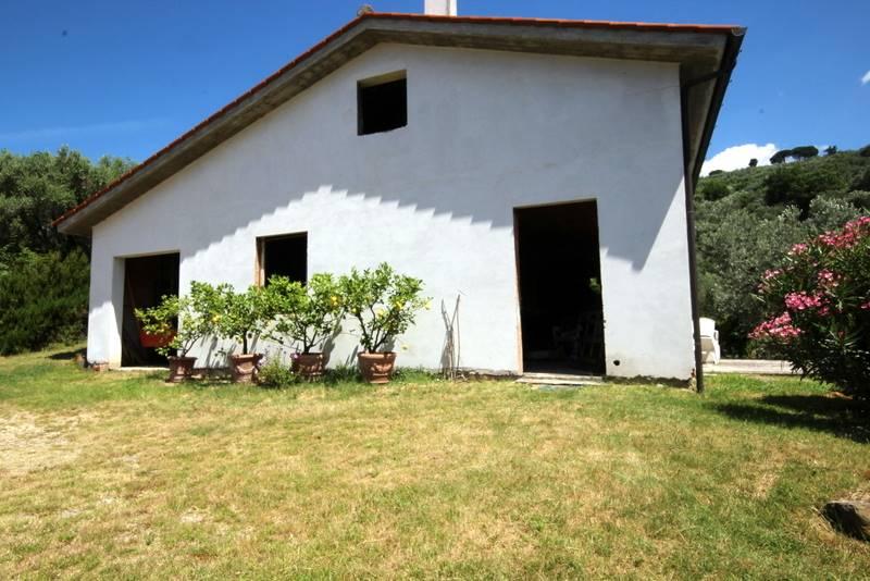 Rustico / Casale in vendita a Larciano, 10 locali, prezzo € 305.000   CambioCasa.it