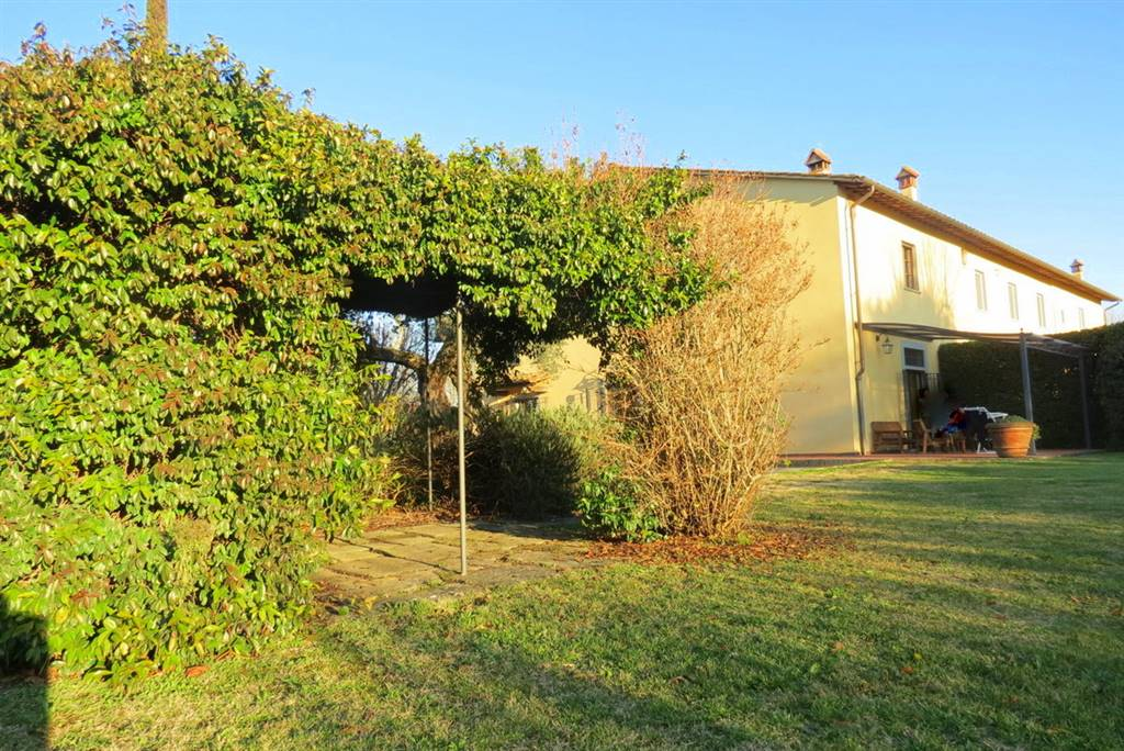 TAVOLA, PRATO, Villa for sale of 300 Sq. mt., Excellent Condition, Heating Individual heating system, Energetic class: G, Epi: 152,88 kwh/m2 year,