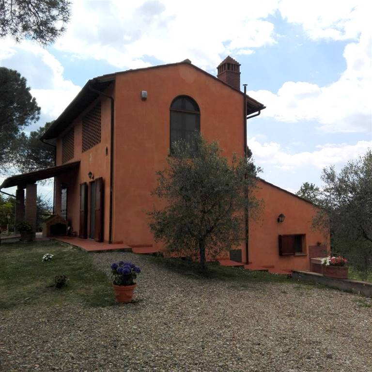 MONTESPERTOLI, This property is located on a very panoramic position and is in perfect conditions. The house is free on all sides, and is surrounded