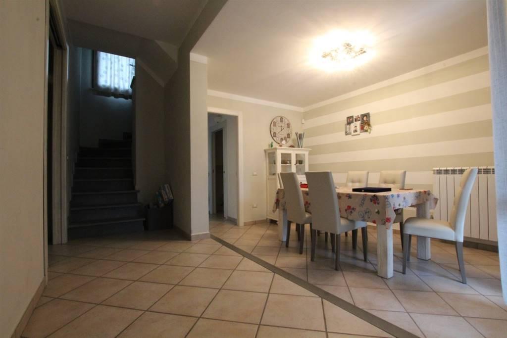 Villa a Schiera in vendita a Larciano, 6 locali, prezzo € 230.000   CambioCasa.it