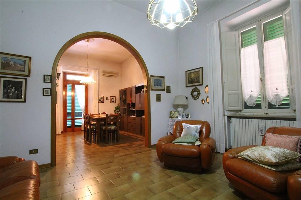 LAMPORECCHIO, Appartamento in vendita di 90 Mq, Buone condizioni, Riscaldamento Autonomo, Classe energetica: G, posto al piano 1° su 3, composto da:
